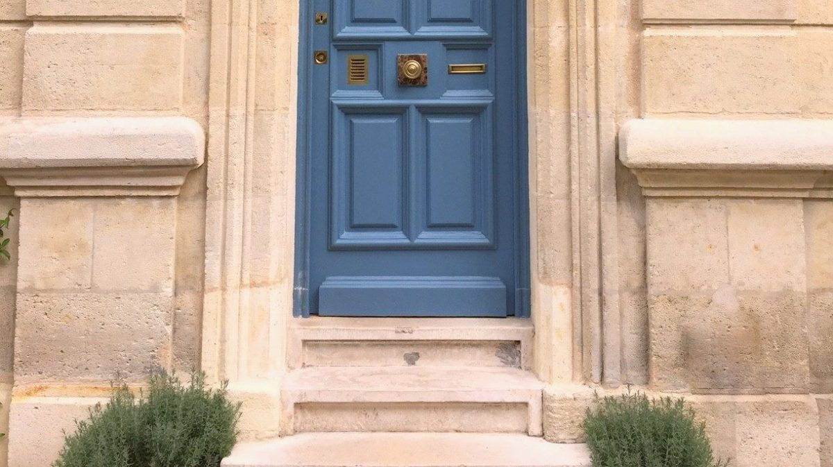 La porte bleue du 70 rue de Ségur