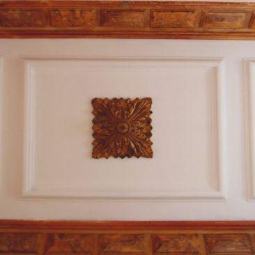 Stucs et décors du plafond à la Maison Bleue Bordeaux