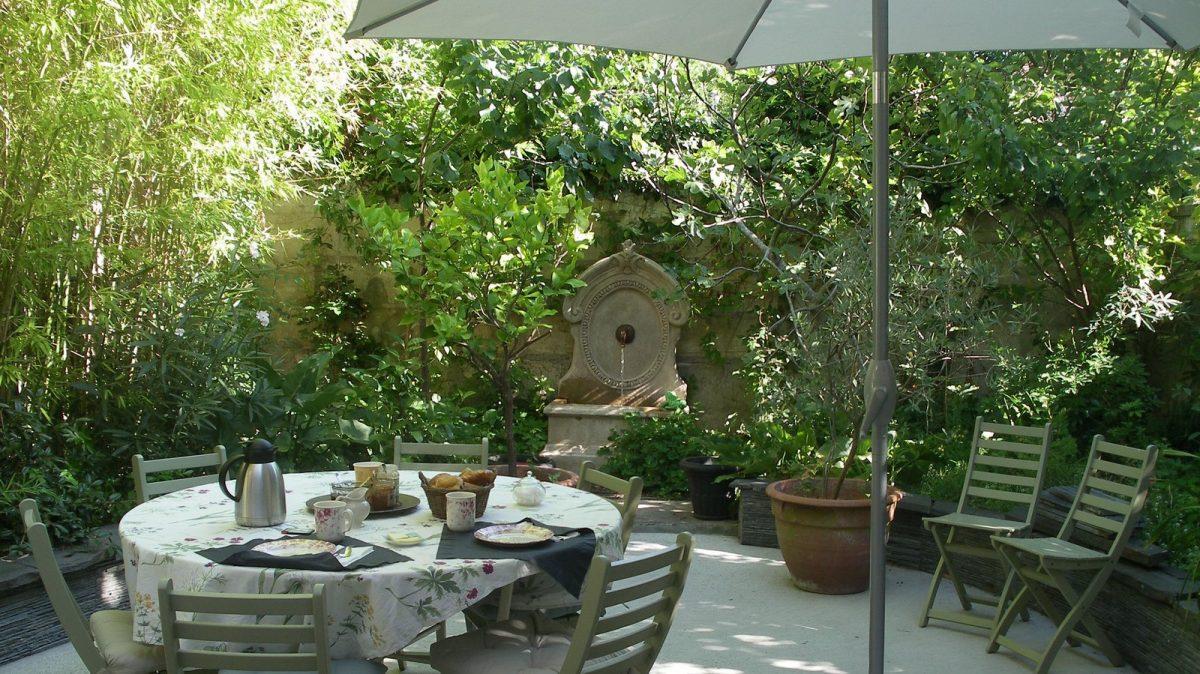 Petits déjeuners maison au jardin