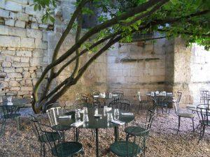 The lovely terrace of L'envers du décor restaurant in St Emilion