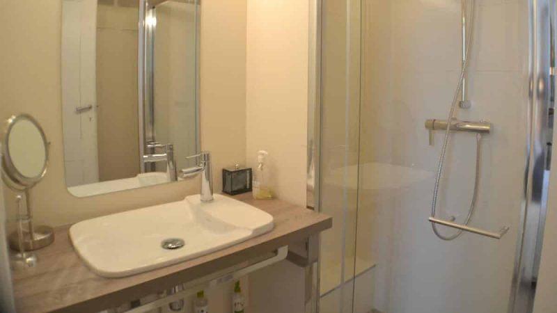 Salle d'eau de la chambre d'hôtes le Baiser Bordeaux France